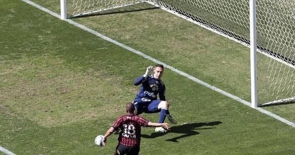 Falha em gol do Atlético-PR deixa técnico do Verdão ' muito irritado ...
