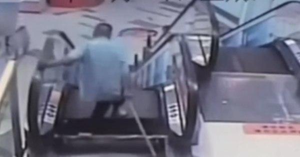Homem perde pé em outro acidente em escada rolante na China ...