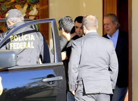 Veja fotos do momento da prisão de José Dirceu em Brasília