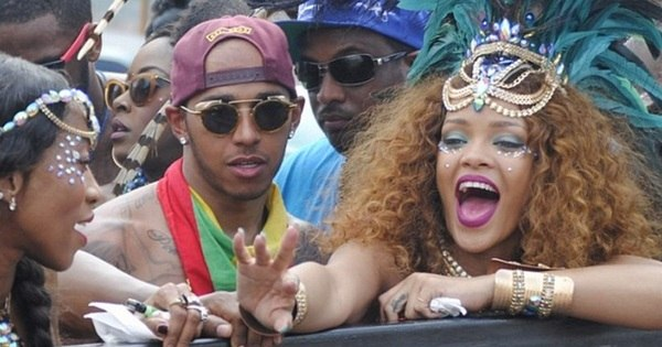 Piloto Lewis Hamilton vai à loucura com Rihanna em festa bruta ...