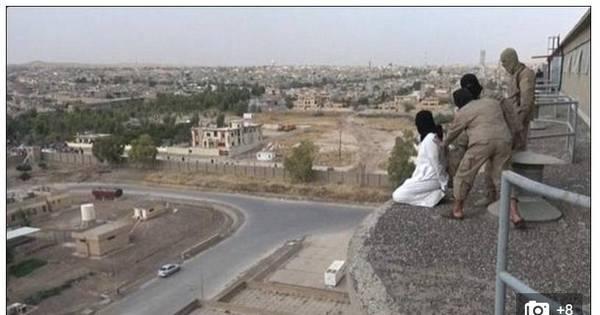 Crueldade: Estado Islâmico atira homossexual do alto de edifício e ...
