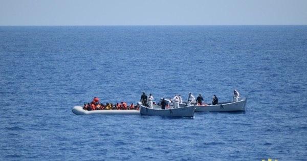 Imigrantes resgatados pela Itália dizem que mais de 50 estão ...