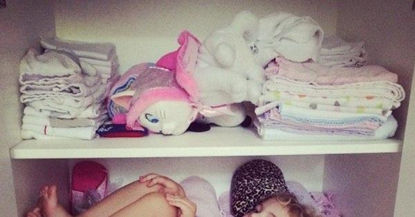 Filha de Sheila Mello descansa dentro do armário - Entretenimento ...