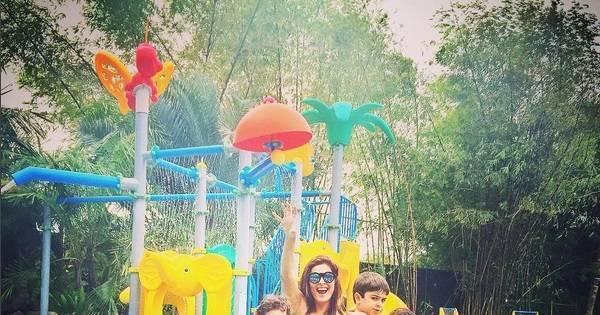 """Juliana Paes aparece de biquíni ao lado dos filhos e marido: """"Que ..."""