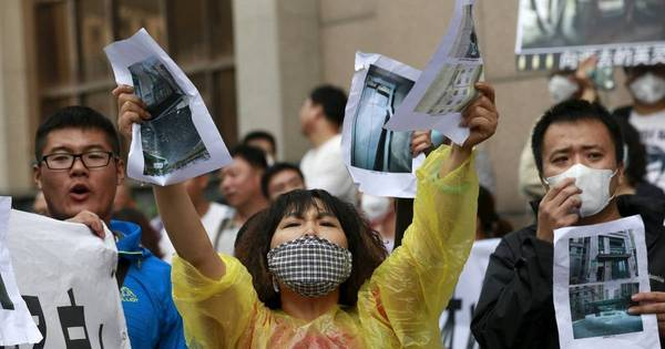 Moradores de porto que explodiu na China se queixam de ardência ...