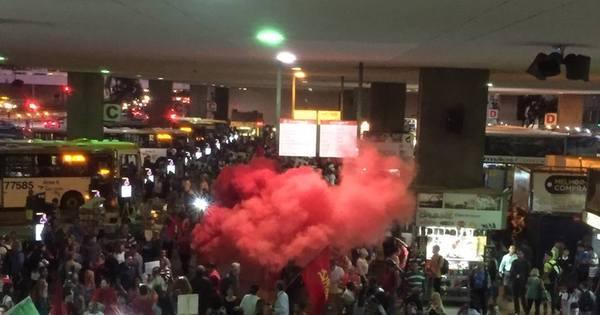 Manifestações pró-Dilma reúnem cerca de 600 pessoas no centro ...