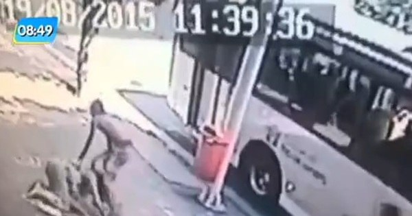 Mulher é roubada e agredida em Copacabana; moradores ...