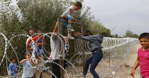 Desesperadas, famílias se arriscam para salvar os filhos de conflitos ...