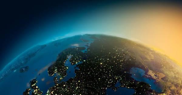 Incrível! Astronautas capturam fotos espetaculares da Terra à noite ...