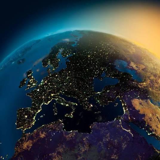 Estas lindas fotos da Terra à noite mostram claramente os relevos do planeta. As imagens são feitas tanto por satélites quanto pelos astronautas que estão na Estação Espacial Internacional, que orbita a Terra. Confira esses cliques que vão fazer você ficar sem fôlego e ter até um certo orgulho do seu planeta!