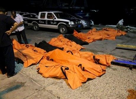 Imagens fortes mostram o<br />resgate de mais 100 vítimas