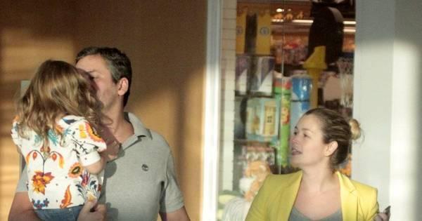 Bianca Castanho passeia com a família em shopping no Rio - Fotos ...