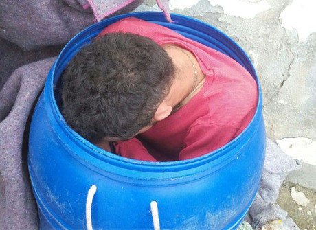 Preso tenta fugir de delegacia em balde de lixo na Bahia