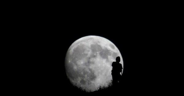 Sinais do fim do mundo? Lua está sendo destruída pela Terra e ...