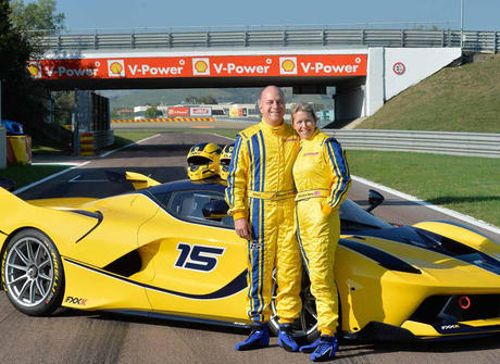 Executivo do Google presenteia a mulher com exclusiva Ferrari FXXK