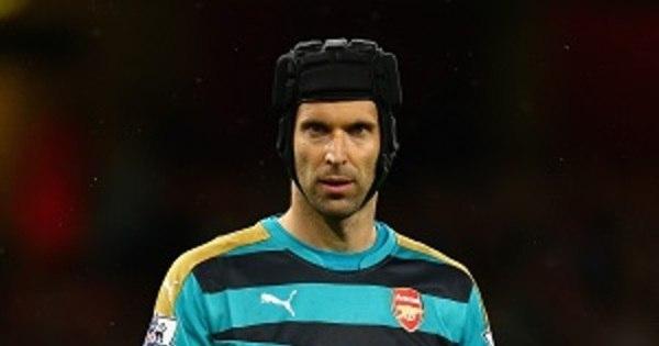 Goleiro do Arsenal quer aposentar capacete de proteção após nove ...