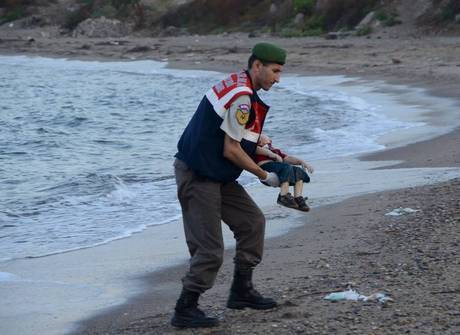 Corpo de criança imigrante é achado em praia na Turquia