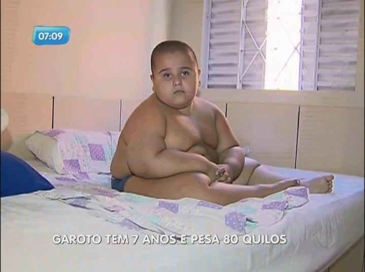 Aos sete anos, Guilherme já pesa 80 kg, tem hidrocefalia e é portador de uma síndrome que o deixa cada vez mais gordoNo R7 Play você pode assistir ao Balanço Geral na íntegra! Clique e experimente de graça!