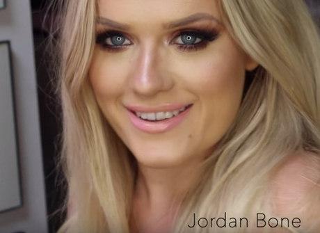 Esta blogueira é tetraplégica e faz sozinha maquiagens incríveis