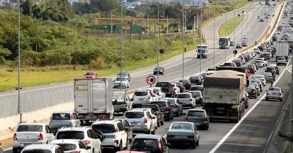 Estradas têm lentidão na saída para o feriado - Notícias - R7 São ...