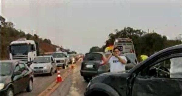 Acidente envolvendo carros e moto deixa nove feridos na BR- 040 ...