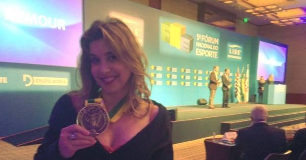 Apresentadora do Esporte Fantástico recebe prêmio no Fórum ...
