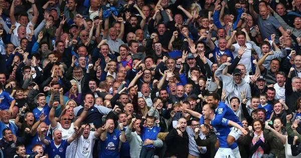 Escocês faz hat-trick, Everton vence o Chelsea e afunda adversário ...