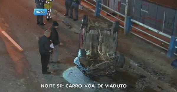 """Carro """"voa"""" e cai de viaduto na região do ABC - Fotos - R7 São Paulo"""