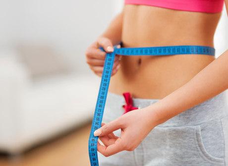 Ajustes na alimentação favorecem a barriga lisinha. Confira