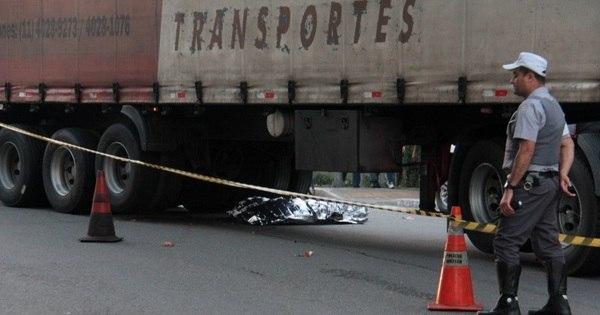 Ciclista morre atropelado por caminhão em SP - Notícias - R7 São ...
