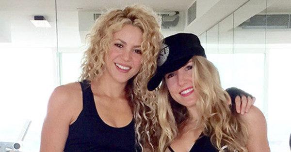 Shakira exibe barriga chapada apenas nove meses após dar à luz ...