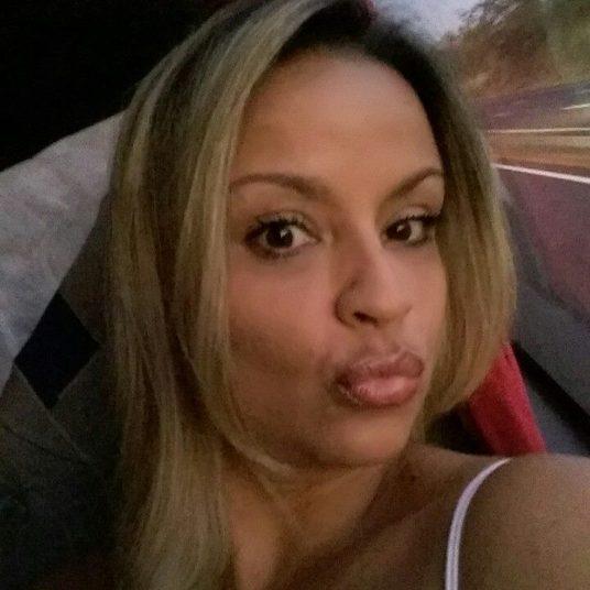 A secretária Aline Gouveia, de 36 anos, moradora de Taguatinga (DF) foi assassinada pelo ex-namorado, que se matou logo após cometer o assassinato. Os dois haviam namorado durante seis meses. Gilvan Ferreira de Moraes, de 40 anos, disparou três tiros contra a cabeça de Aline