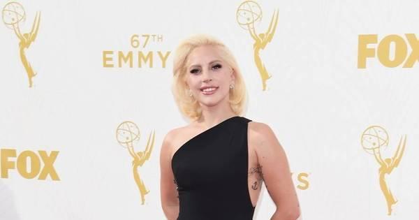 Lady Gaga é eleita a mulher do ano e se emociona nas redes sociais