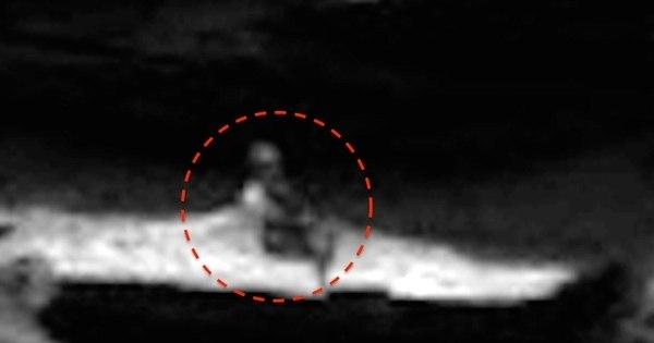 Nasa fotografou! Vulto de velhinho sentado em Marte dá susto até ...