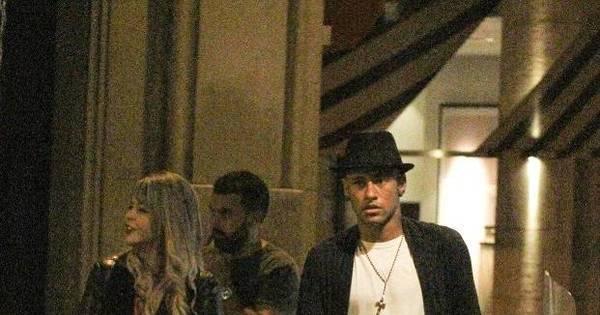 Neymar é visto saindo de restaurante com loira misteriosa - Fotos ...