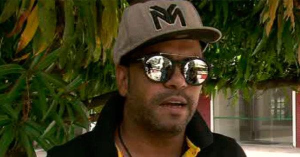 Cantor Silvanno Salles tem bolsa furtada dentro do próprio carro na ...