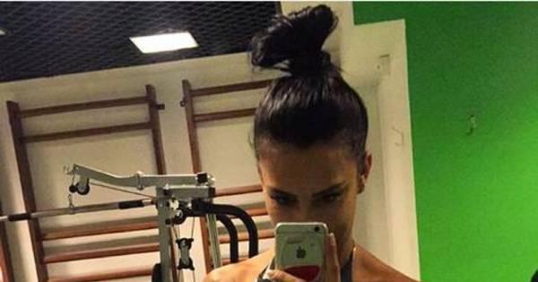 "Ex-BBB Kelly Medeiros mostra barriga sarada e comemora: "" Tudo ..."