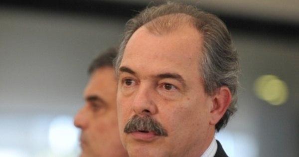 Educação perde R$ 10,5 bi em 2015 - Notícias - R7 Brasil