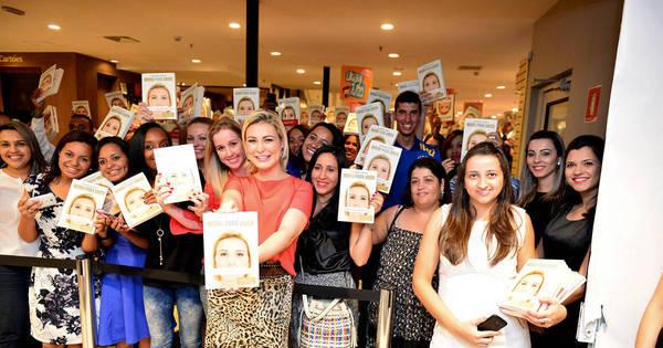 Biografia de Andressa Urach alcança 400 mil cópias vendidas em ...