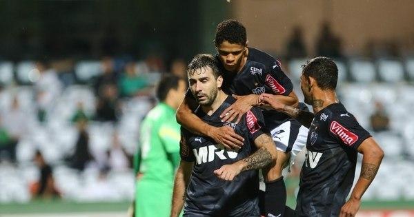 Dá pra acreditar! Atlético-MG atropela Coritiba e segue na caça ao ...