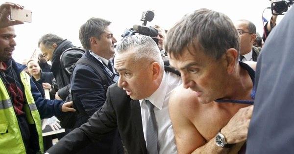 Executivo da Air France é 'agredido' por funcionários e tem que fugir ...