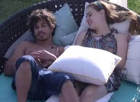 Douglas e Rayanne provam que não conseguem se desgrudar mais