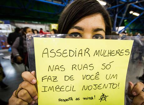 Mulheres protestam contra abusos sexuais no Metrô de São Paulo