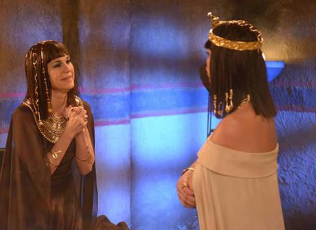 Yunet propõe envenenar Ramsés para que Nefertari fique livre
