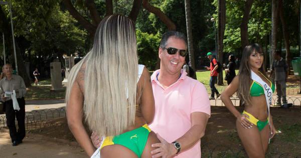 """Olha a mão boba! Paulistas fazem """" test drive"""" no derrière das ..."""