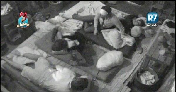 Inseto invade a baia e acorda peões durante a madrugada - Fotos ...