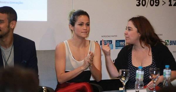 Com roupa chamativa, Nanda Costa participa de evento no Rio de ...