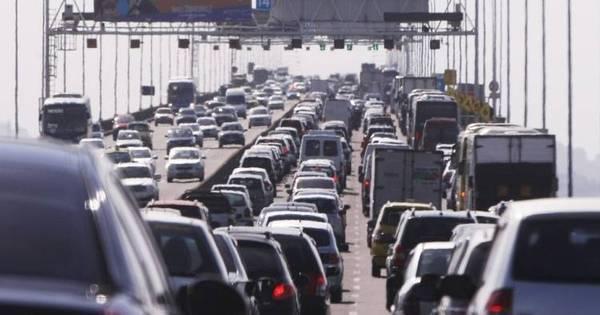 Motoristas enfrentam lentidão na ponte Rio-Niterói na saída para o ...