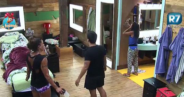 Rebeca coloca peões para treinar pesado na sede. Espie! - Fotos ...