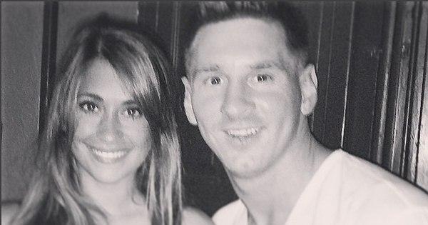 Recuperando-se de uma lesão no joelho esquerdo, Messi aproveita ...